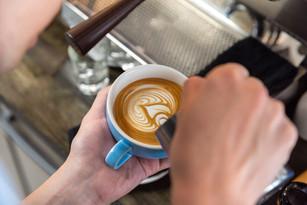 Free Pour Latte Art