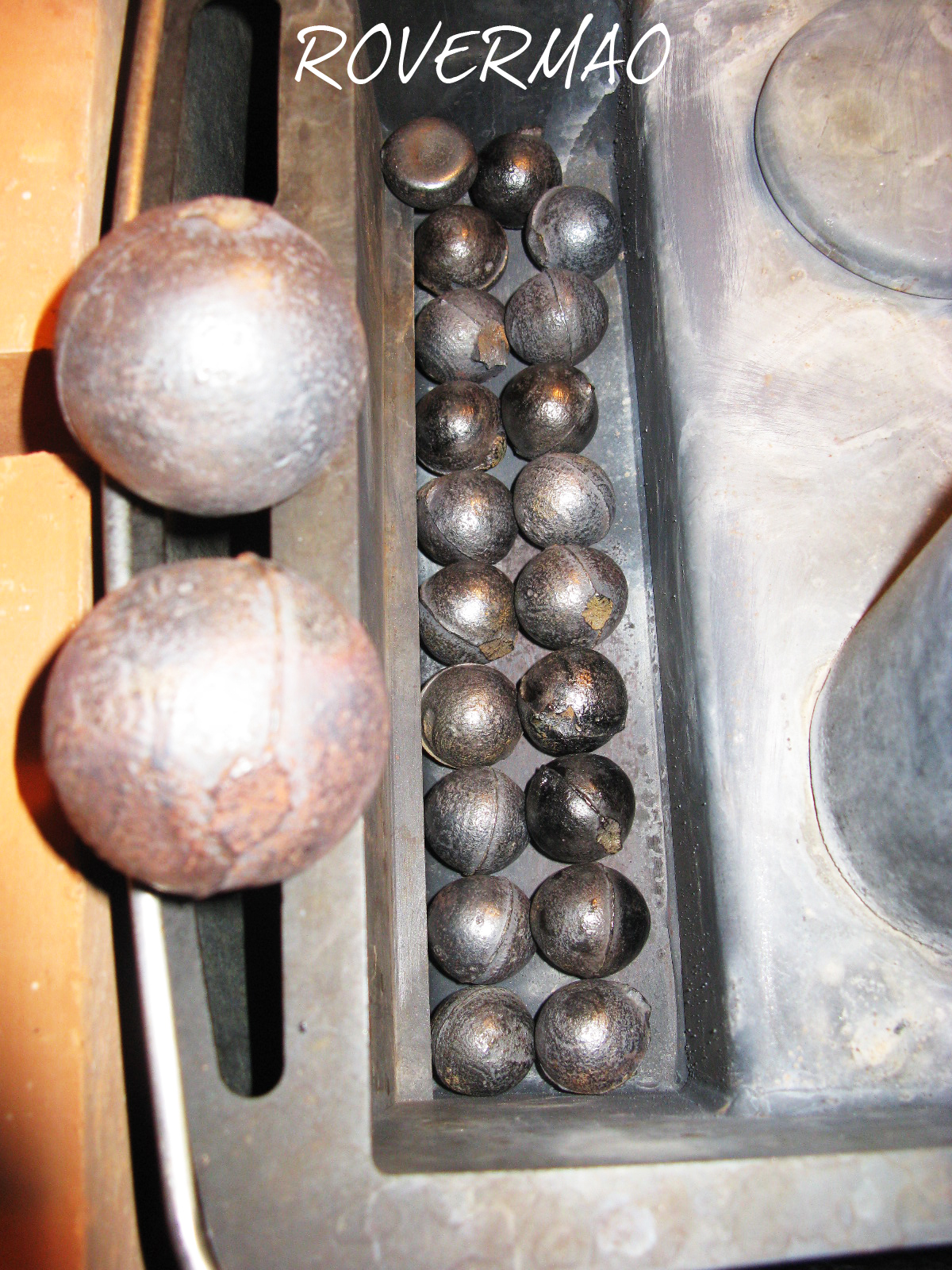 10 начало закладки шаров в печной бункер