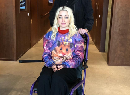 Australia | Kate Miller-Heidke Reveals Foot Injury
