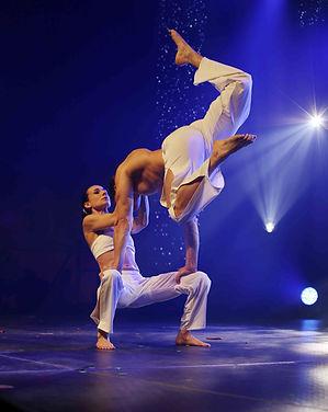Acrobates - Beneto - cabaret-toulouse;co