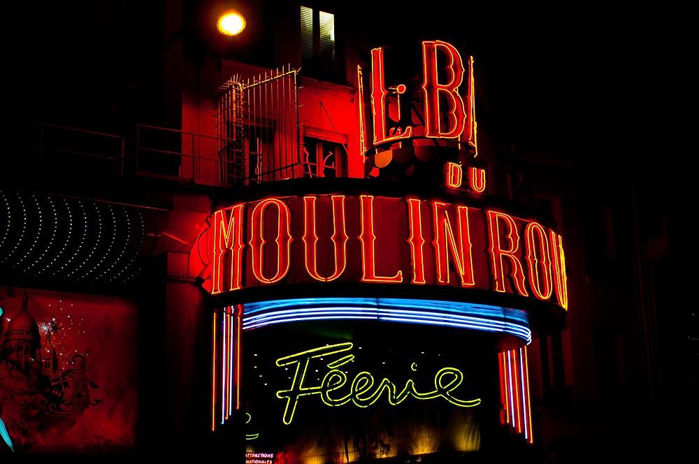 Vous voulez contacter le Moulin Rouge pour avoir plus d'informations sur les spectacles, ou pour faire une réservation ? Le service client est à votre écoute. Appelez le numéro +33 (0)1 53 09 82 82, ou envoyez un fax au +33 1 42 23 02 00.