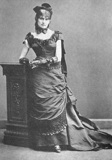 Berthe_Morisot,_1875.jpg