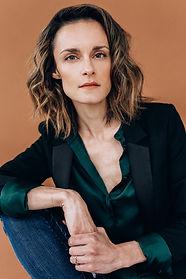 Jen Viens - Headshot 2021-3.jpg