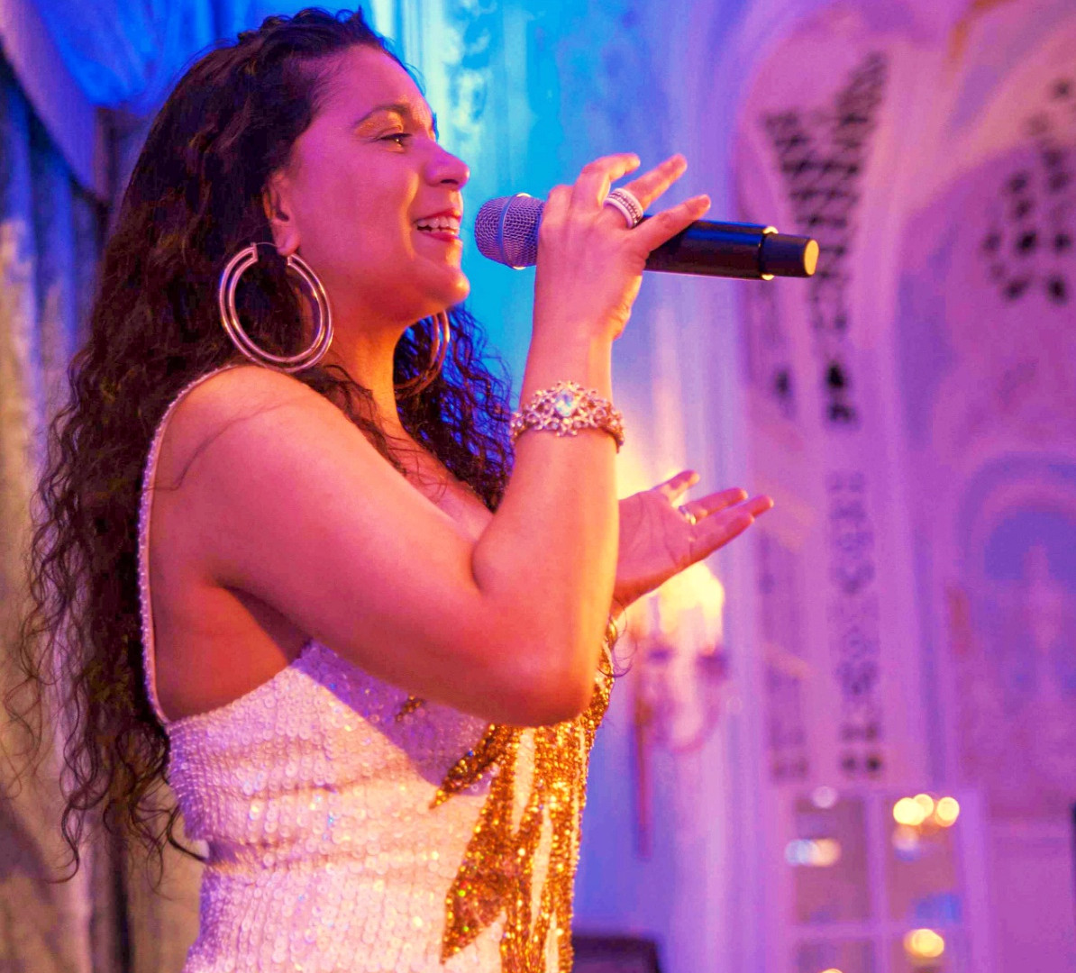BRAZILIAN SINGER - SAVOY HOTEL - LONDON