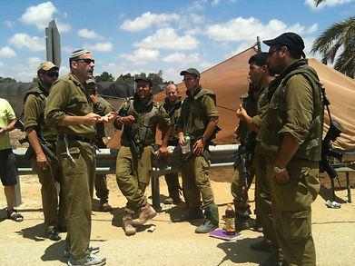 Rabbi Hammer motivating Israeli Soldiers