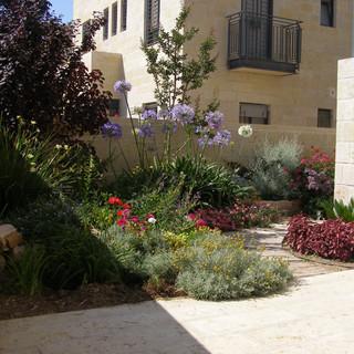 Gardens 22-06-07 016.jpg