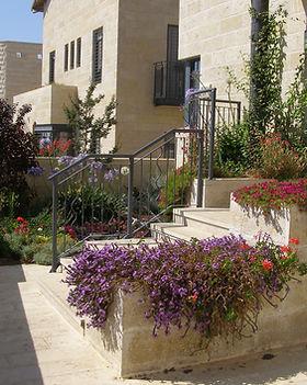 Gardens 22-06-07 015.jpg