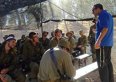 Rabbi Hammer speaking to Israeli Soldiers