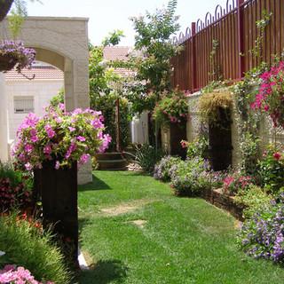 Gardens 22-06-07 042.jpg