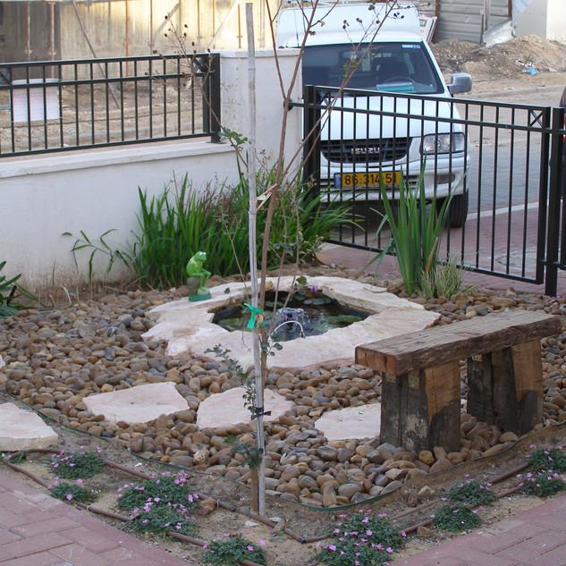 Yad Binyamin gardens Nov 2007 004.jpg