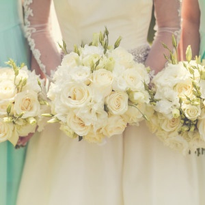 bride-with-bridesmaids-holding-wedding-bouquets.jpg