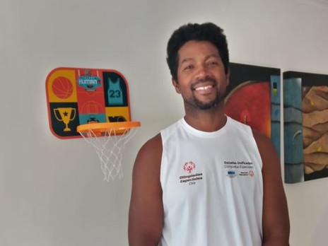 Conoce a José López, entrenador de baloncesto en Olimpiadas Especiales Chile