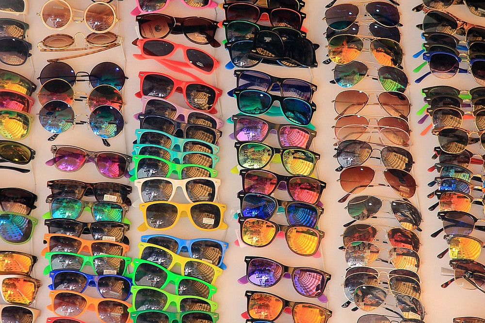 sunglasses-594401_1280.jpg
