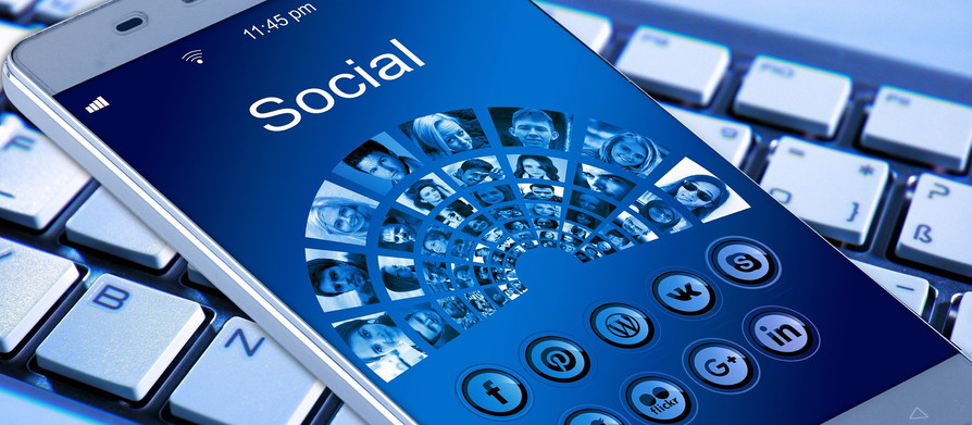 The 'Human algorithm' that schools and parents feed through fear concerning social media 'tren