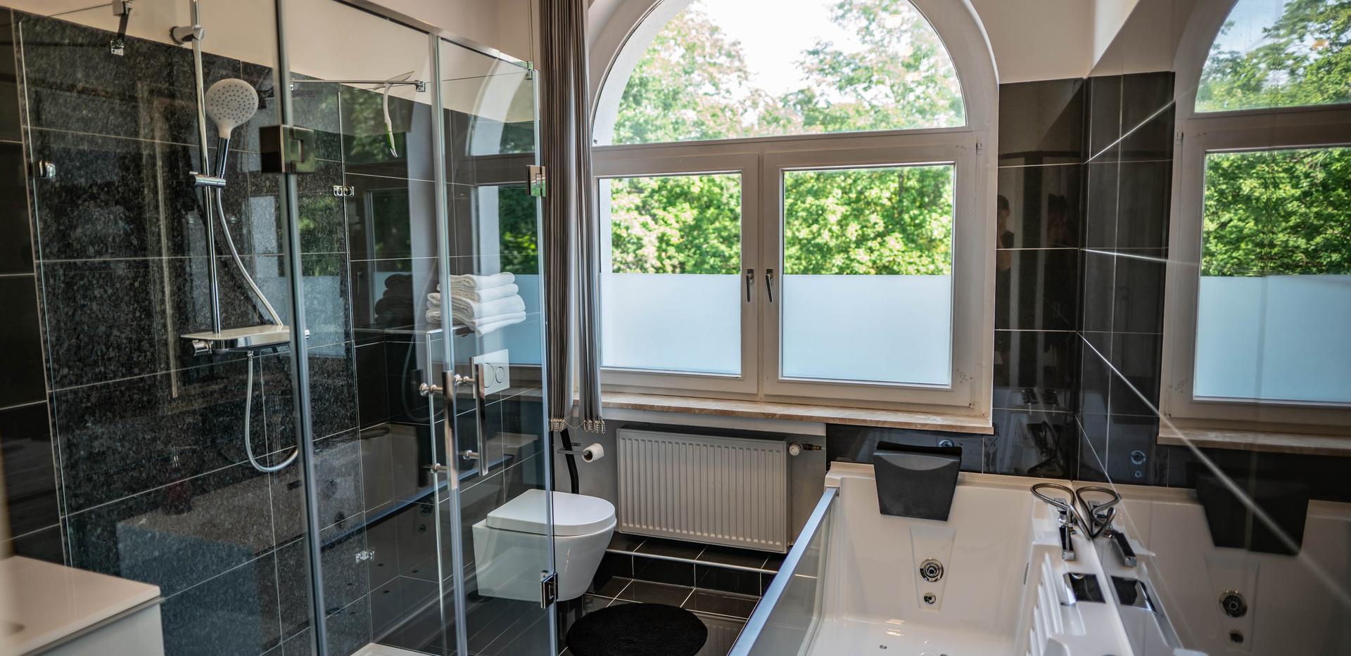 Luxusbad_Whirlpool_Platin_Hochzeit_Suite