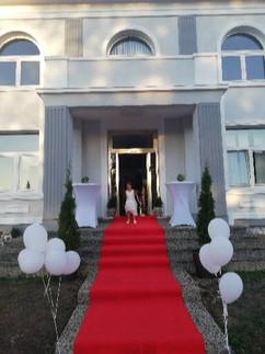 Eingang Roter Teppich Villa Bowdy Konferenz & Events& Hotel