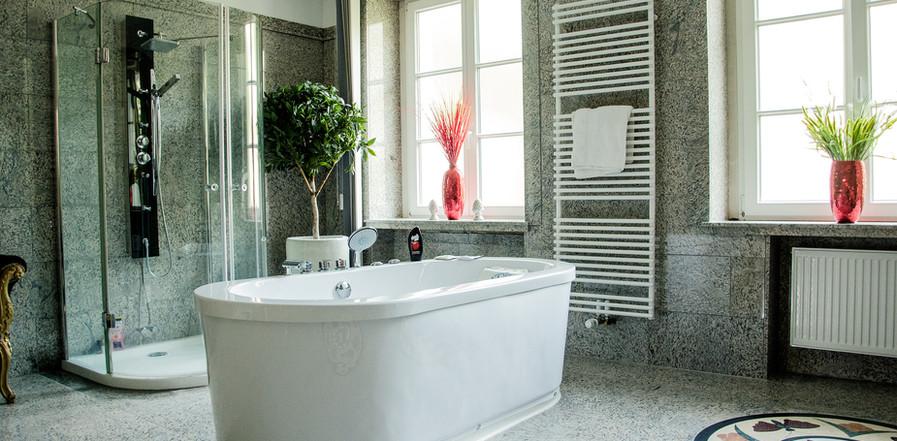 Platin Suite Badezimmer mit Whirlpool