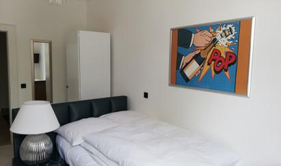 Einzelzimmer mit Kingsizebett & Dusche WALN Internet TV ruhig gelegen