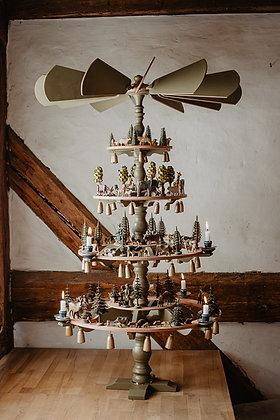 Pyramidenleuchter 4 Etagen, stehend und hängend, mit Flügelrad