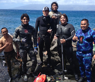 Group spearfishing outing on maui