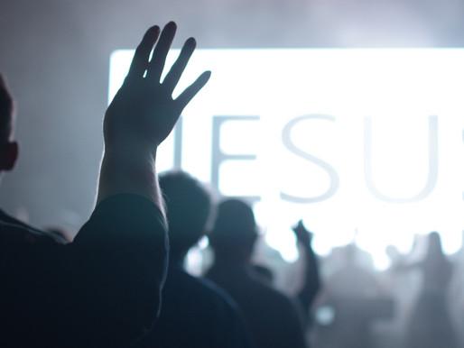 ENGRANDEÇA SEMPRE O NOME DE JESUS