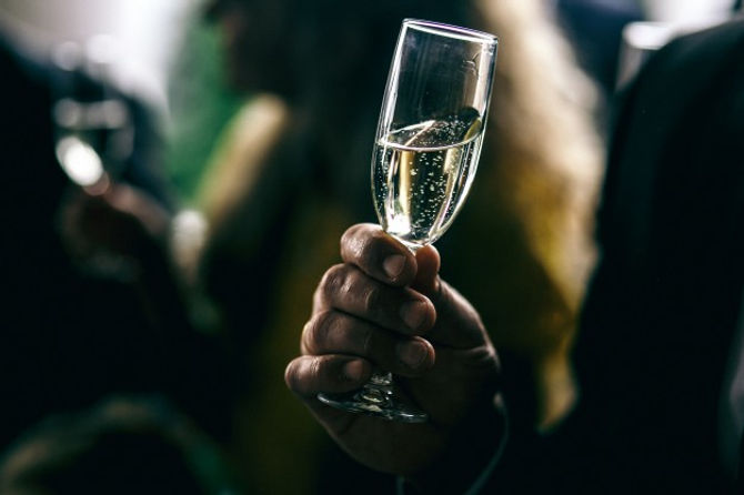 bridal-engagement-lifestyle-day-glases_1