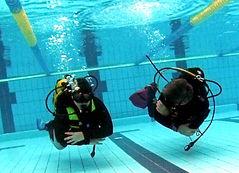 Entrenamiento buceo en piscina