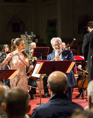 Elisabet Franch playing flute with James Galway