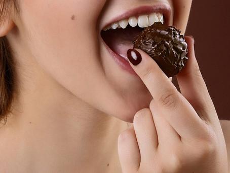 DARK CHOCOLATE'S GOT LOADS OF SKIN-BOOSTING HEALTH BENEFITS FOR YOUR EVERYDAY CHOCCY ENJOYMENT