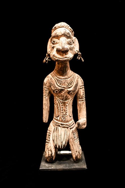 ANCESTOR FIGURE - KAMBOT VILLAGE - PAPUA NEW GUINEA
