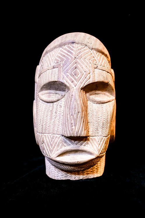 TINDALO - SIMBO STONE HEAD - SOLOMON ISLANDS front view