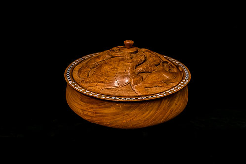 BEAUTIFUL ROUND BOWL WITH SEALIFE CARVED ON THE LID - SOLOMON ISLANDS