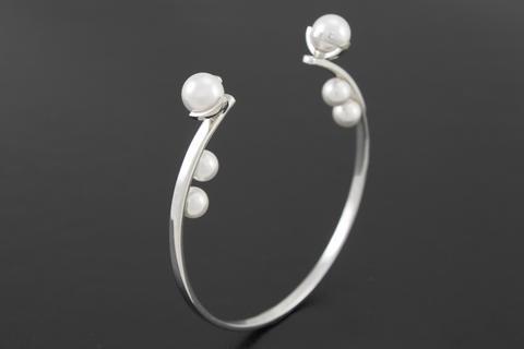 Pearl Bangle - White gold