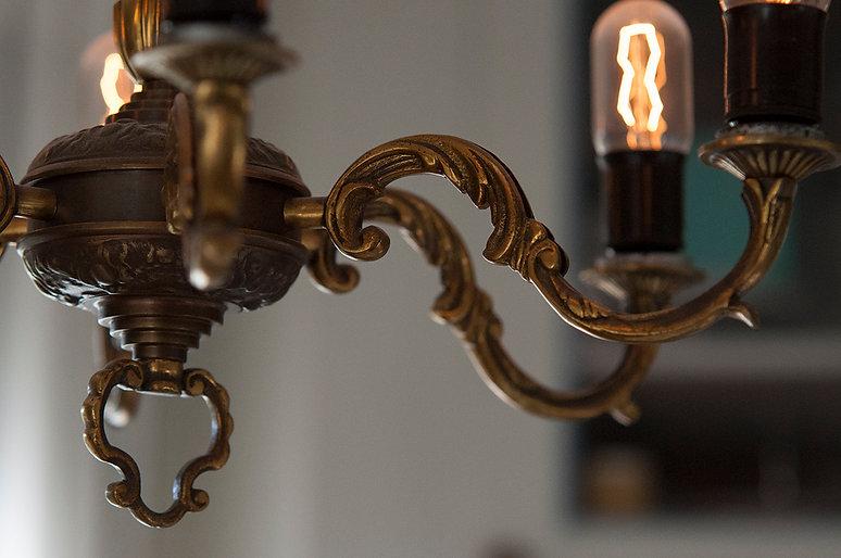 Antika lampor, armatur, belysning gamla hus, gamla lampor