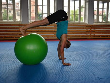 Chceš zlepšit koordinaci a silový trénink? Zařaď balanční cvičení