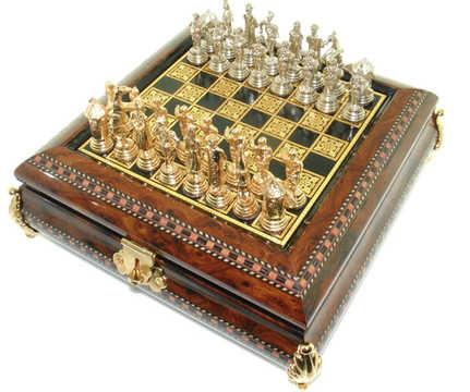 66478 Mini juego de ajedrez con piezas cervantinas.