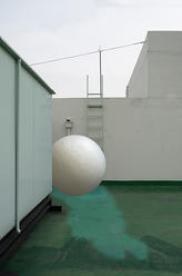 White hole n 6