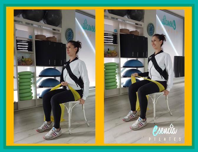 Cómo evitar lesiones de hombro con ejercicios  de estabilización con banda elástica