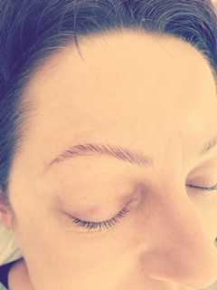 BROW LAMINATION ON FINE BROWS.