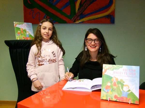 Book signing Clara Moraru