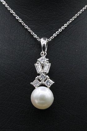 Diamond 18k Gold Pendant