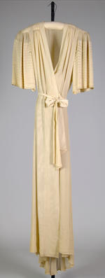 Emma A. Maloof, silk dressing gown, 1940. The Metropolitan Museum of Art, New York.