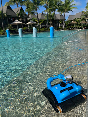 Resort style pool cleaning