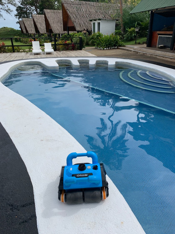 Commerical pool cleaner in resort