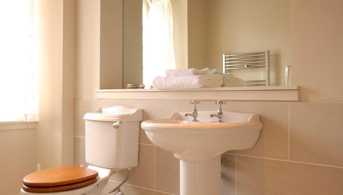 watersidebathroom.jpg