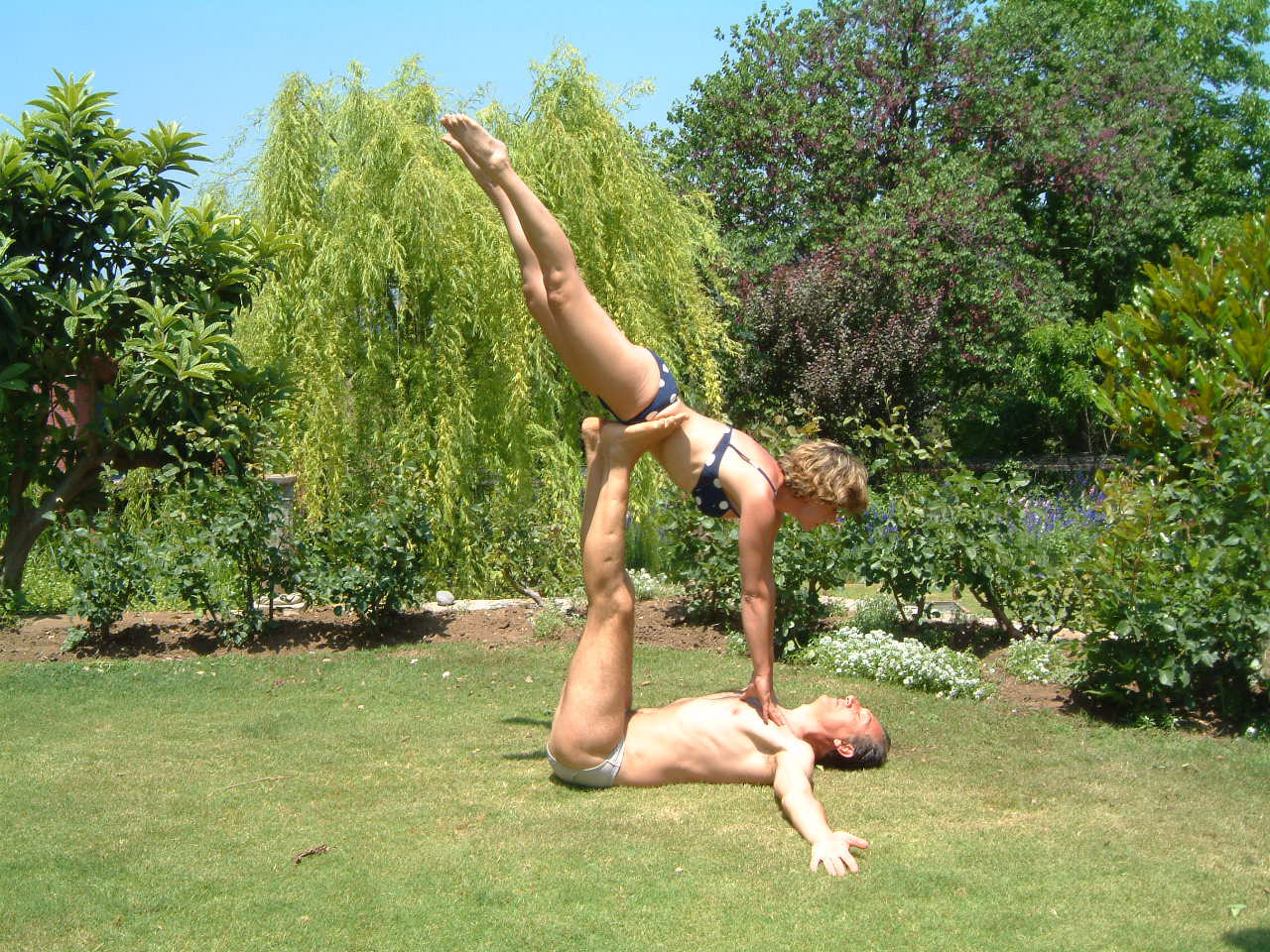Acro yoga at Candili