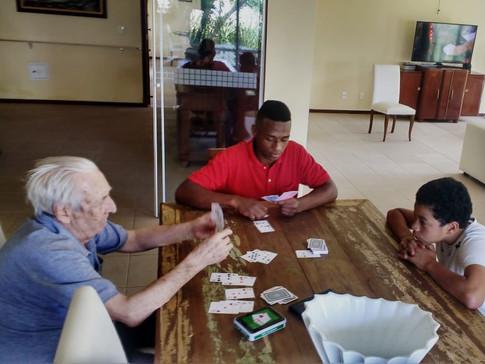 Integração jovens e Idosos na casa de repouso vivenda quinta das flores em alphaville