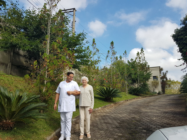 Jardim da Casa de Repouso Vivenda Quinta das Flores em Alphaville
