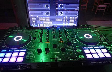 DJ Pult.jpg