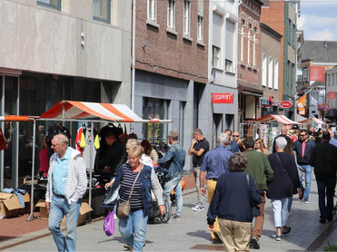 Summer Sale Shopping in Weert